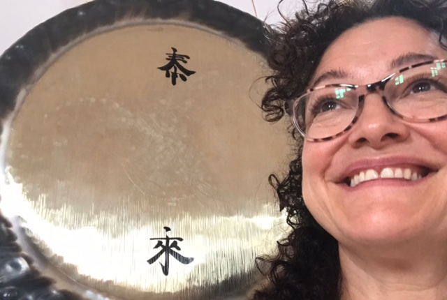Johanna Graham in front of Gong